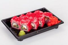 Ιαπωνική εθνική δημοφιλής κουζίνα Σούσια, ρύζι και ψάρια Νόστιμα, υπέροχα εξυπηρετούμενα τρόφιμα σε ένα εστιατόριο, καφές στοκ εικόνες
