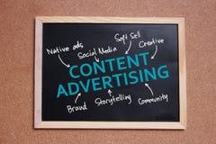 Ικανοποιημένη διαφήμιση, κινητήρια έννοια αποσπασμάτων λέξεων επιχειρησιακού μάρκετινγκ στοκ φωτογραφία με δικαίωμα ελεύθερης χρήσης