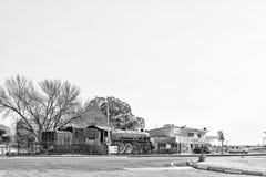 Ιστορική ατμομηχανή, κατάστημα και βενζινάδικο ατμού σε Theunissen μονοχρωματικός στοκ φωτογραφία