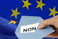 Κάποιος που ψηφίζει στα γαλλικά ενάντια στην Ευρωπαϊκή Ένωση ελεύθερη απεικόνιση δικαιώματος