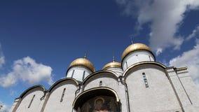 Καθεδρικός ναός Cathedralυπόθεσης του Dormition, soborÂ Uspensky ενάντια στον ουρανό Μέσα της Μόσχας Κρεμλίνο, ημέρα της Ρωσία φιλμ μικρού μήκους