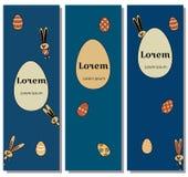 Καθορισμένη απεικόνιση για τους ευτυχείς γκρίζους λαγούς χαρακτήρα εμβλημάτων Πάσχας Διανυσματικά κουνέλια και καφετιά αυγά με τη διανυσματική απεικόνιση