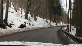 Κακός επικίνδυνος δρόμος στα βουνά Εθνικό πάρκο Karkonosze Άποψη από τον ανεμοφράκτη του αυτοκινήτου απόθεμα βίντεο