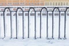 Κανάλι Griboyedov, μαύρος σφυρηλατημένος φράκτης στοκ εικόνα