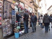 Καταστήματα αναμνηστικών στο ιστορικό κέντρο της Ρώμης στοκ εικόνες