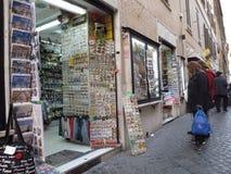 Καταστήματα αναμνηστικών στο ιστορικό κέντρο της Ρώμης στοκ φωτογραφίες με δικαίωμα ελεύθερης χρήσης