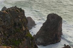 Καταπληκτικό τοπίο των γραφικών βράχων του Ατλαντικού Ωκεανού Ακτή της Πορτογαλίας, ακρωτήριο Cabo DA Roca στοκ φωτογραφίες με δικαίωμα ελεύθερης χρήσης
