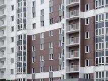 Κατοικημένο νέο σπίτι οικοδόμηση νέα Multi-storey κατοικημένος σύνθετος στοκ φωτογραφίες με δικαίωμα ελεύθερης χρήσης
