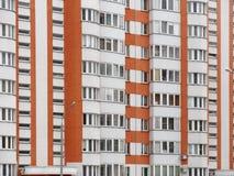 Κατοικημένο νέο σπίτι οικοδόμηση νέα Multi-storey κατοικημένος σύνθετος στοκ εικόνα με δικαίωμα ελεύθερης χρήσης