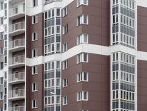 Κατοικημένο νέο σπίτι οικοδόμηση νέα Multi-storey κατοικημένος σύνθετος στοκ φωτογραφία με δικαίωμα ελεύθερης χρήσης