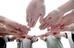 Κατώτατη όψη Κύκλος των χεριών στοκ φωτογραφία με δικαίωμα ελεύθερης χρήσης