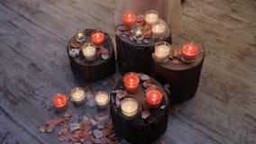 Καυτό κερί που στέκεται σε ένα γυαλί σε ένα δέντρο φιλμ μικρού μήκους