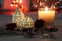 Κεριά και φω'τα για τη ρομαντική έννοια στοκ εικόνες με δικαίωμα ελεύθερης χρήσης