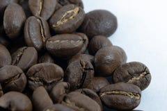 Κινηματογράφηση σε πρώτο πλάνο μιας πλευράς ενός σωρού των φασολιών καφέ στοκ φωτογραφία με δικαίωμα ελεύθερης χρήσης