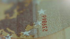 Κινηματογράφηση σε πρώτο πλάνο των ευρο- χρημάτων εγγράφου σημειώσεων 50 Μακρο άποψη Χάρτης της Ευρώπης απόθεμα βίντεο