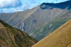 Κλίσεις Tricolored στο φαράγγι της Γεωργίας στοκ εικόνες με δικαίωμα ελεύθερης χρήσης
