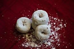 Κονιοποιημένος donuts στοκ εικόνες με δικαίωμα ελεύθερης χρήσης