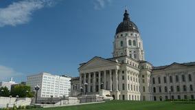 Κράτος Capitol του Κάνσας που στηρίζεται σε μια ηλιόλουστη ημέρα φιλμ μικρού μήκους
