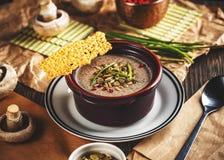 κρεμώδης σούπα μανιταριών στοκ εικόνες με δικαίωμα ελεύθερης χρήσης