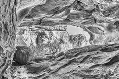 Κύρια σπηλιά Stadsaal στα βουνά Cederberg μονοχρωματικός στοκ φωτογραφία