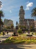 Κύριο τετράγωνο στο Μοντεβίδεο, Plaza de Λα independencia, παλάτι υπεκφυγής στοκ εικόνες με δικαίωμα ελεύθερης χρήσης