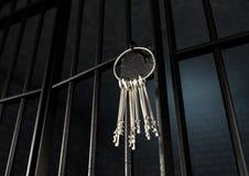 Κύτταρο φυλακών με τη ανοιχτή πόρτα και τη δέσμη των κλειδιών απεικόνιση αποθεμάτων