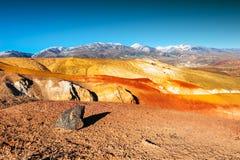 Κόκκινα βουνά στην κοιλάδα kyzyl-πηγουνιών, Altai, Σιβηρία, Ρωσία στοκ φωτογραφίες με δικαίωμα ελεύθερης χρήσης