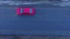 Κόκκινο αυτοκίνητο άνωθεν απόθεμα βίντεο