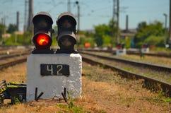 Κόκκινο φαναριών σιδηροδρόμων, αριθμός σαράντα δύο στοκ φωτογραφία με δικαίωμα ελεύθερης χρήσης