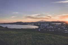 Κόλπος κοντά σε Seongsan Ilchulbong στο νησί Jeju στοκ φωτογραφία