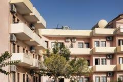 Κτήρια του ξενοδοχείου Fereniki σε Georgioupolis στοκ εικόνα με δικαίωμα ελεύθερης χρήσης