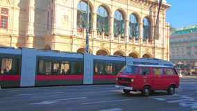 Κυκλοφορία στην οδό Opernring, Βιέννη, Αυστρία απόθεμα βίντεο