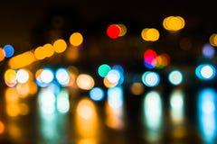 Κυκλοφορία πόλεων νύχτας σε μια γιγαντιαία μητρόπολη Ελαφρύ υπόβαθρο bokeh πόλεων Φωτεινοί σηματοδότες νύχτας Defocused στοκ φωτογραφίες με δικαίωμα ελεύθερης χρήσης