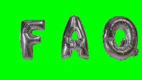 Λέξη faq από τις ασημένιες επιστολές μπαλονιών ηλίου που επιπλέουν στην πράσινη οθόνη - απόθεμα βίντεο