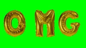 Λέξη OMG από τις χρυσές επιστολές μπαλονιών ηλίου που επιπλέουν στην πράσινη οθόνη - απόθεμα βίντεο