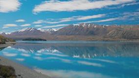 Λίμνη Tekapo με την αντανάκλαση του ουρανού και των βουνών, Νέα Ζηλανδία φιλμ μικρού μήκους