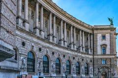 Λεπτομέρειες της πρόσοψης του παλατιού Hofburg με Heldenplatz στη Βιέννη στοκ εικόνα