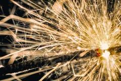 Λεπτομερής πυροβολισμός του σπινθηρίσματος sparkler στοκ εικόνα με δικαίωμα ελεύθερης χρήσης