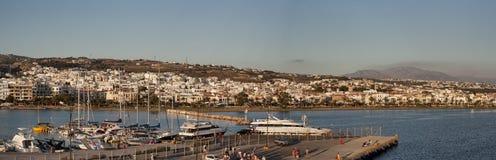 Λιμένας Rethymno, πανοραμική άποψη από τη γέφυρα του πορθμείου στα ξημερώματα στοκ εικόνες
