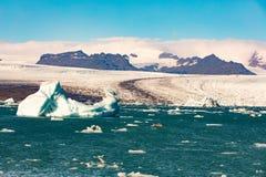 Λιμνοθάλασσα Jokulsarlon παγετώνων και πάγος Vatnajokull στοκ εικόνα με δικαίωμα ελεύθερης χρήσης