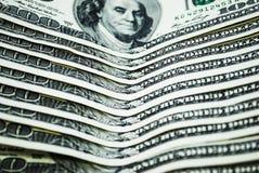 Λογαριασμοί αρκετών δολαρίων σε ένα άσπρο υπόβαθρο στοκ φωτογραφία με δικαίωμα ελεύθερης χρήσης