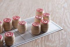 Λότο επιτραπέζιων παιχνιδιών πίνακας ξύλινος Μια κάρτα και βαρέλια σε το Ενθουσιασμός και καλή τύχη Ψυχαγωγία ομάδας, οικογενειακ στοκ εικόνες