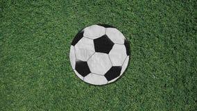 Μακρύ χέρι που συγκεντρώνει ένα αναδρομικό ύφος διακοπής σφαιρών ποδοσφαίρου διανυσματική απεικόνιση