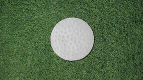 Μακρύ χέρι που συγκεντρώνει ένα αναδρομικό ύφος διακοπής σφαιρών γκολφ ελεύθερη απεικόνιση δικαιώματος