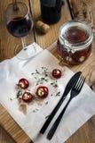 Μαριναρισμένο μικρό τυρί αιγών κόκκινων πιπεριών γεμισμένο στοκ εικόνα με δικαίωμα ελεύθερης χρήσης