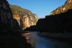 Μεγάλο φαράγγι και στριμμένος ποταμός στο φως πρωινού, guizhou, Κίνα, è'µå·ž, å… ç› ˜æ°, ä¸å› ½ στοκ φωτογραφία