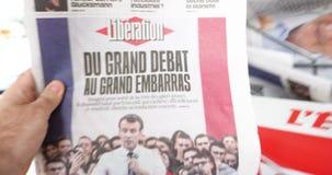 Μεγάλο Debat Emmanuel Macron στην εφημερίδα απελευθέρωσης απόθεμα βίντεο