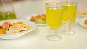 Μεσημεριανό γεύμα που εξυπηρετείται για δύο φιλμ μικρού μήκους