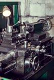 Μεταλλουργικές μηχανές που λειτουργούν τους μηχανισμούς στοκ φωτογραφίες