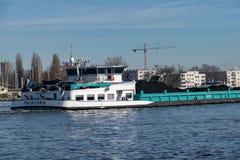 Μεταφορά άνθρακα από τον ποταμό στοκ φωτογραφίες